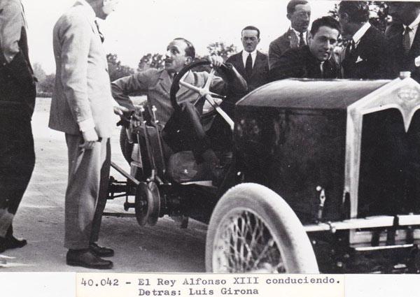 Rey Alfonso XIII con un coche David