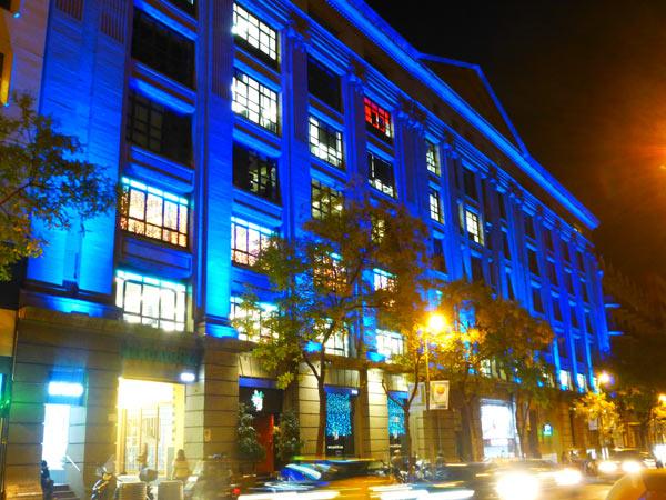 Fachada Edificio David iluminada