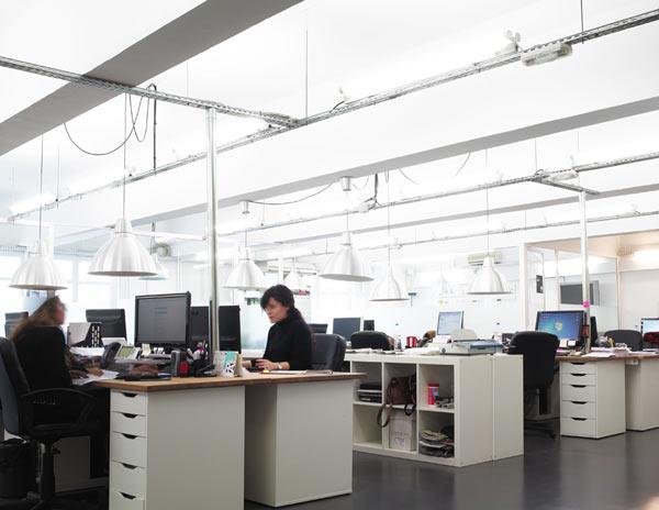 Oficinas y espacios de trabajo en coworking barcelona edificio david - Oficina empleo barcelona ...