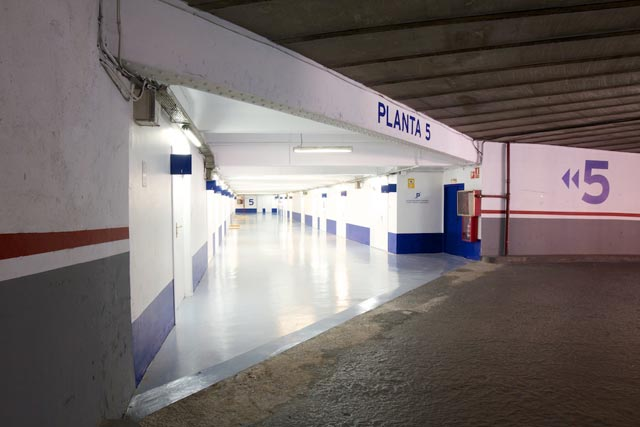 acceso oficinas con parking