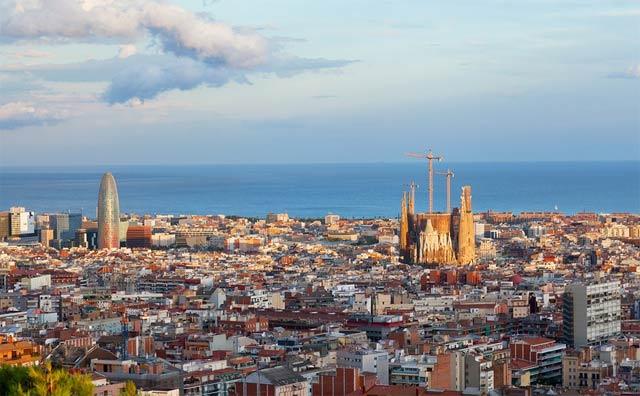 vistas de Barcelona y Sagrada Familia