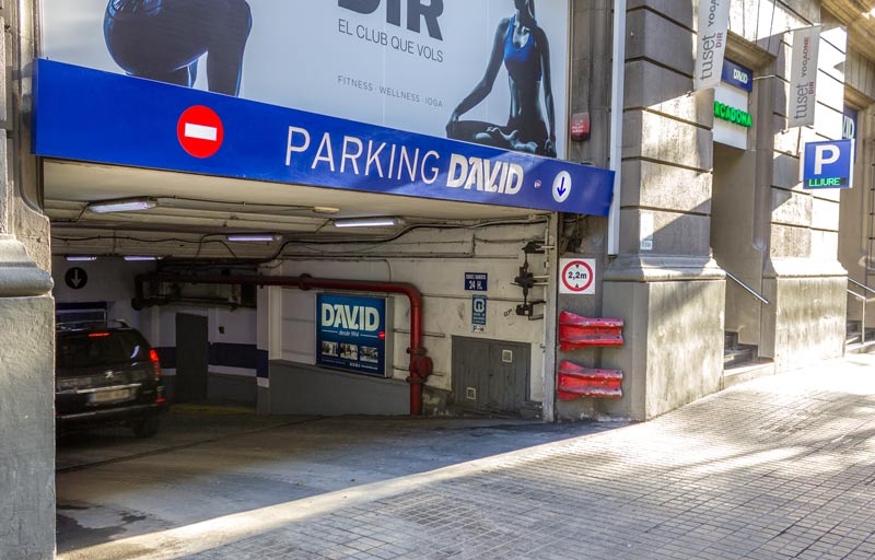 Entrada parking David por calle Aribau