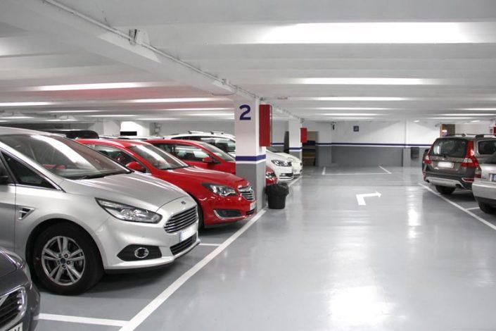 Plazas de parking amplias y cómodas