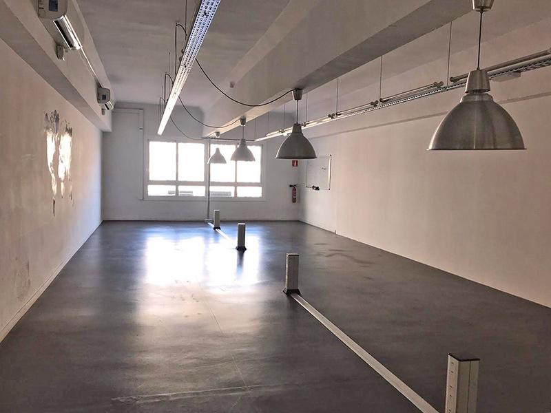 Alquiler de oficina luminosa en el centro de Barcelona